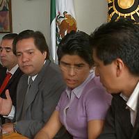 Toluca, Mex.- . Ricardo Moreno, presidente estatal del PRD y Juana Bonilla, diputada local, durante la conferencia tradicional donde piden el seguimiento de la investigacion de los ex funcionarios del IEEM.Agencia MVT / Luis Enrique Hernandez V. (DIGITAL)<br /> <br /> <br /> <br /> NO ARCHIVAR - NO ARCHIVE