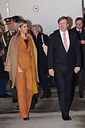 Aankomst van de Koning Willem Alexander en Koningin Maxima per KBX op het vliegveld van Parijs<br /> <br /> Arrival of King Willem Alexander and Queen Maxima with ther KBX at the airport in Paris