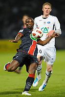 FOOTBALL - FRENCH CUP 2010/2011 - 1/2 FINAL - SCO ANGERS v PARIS SAINT GERMAIN - 19/04/2011 - PHOTO PASCAL ALLEE / DPPI - ZOUMANA CAMARA (PSG) / GAETAN CHARBONNIER (SCO)