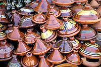 Maroc - Meknes - Le souk - Marché - Poterie - Plat à Tagine
