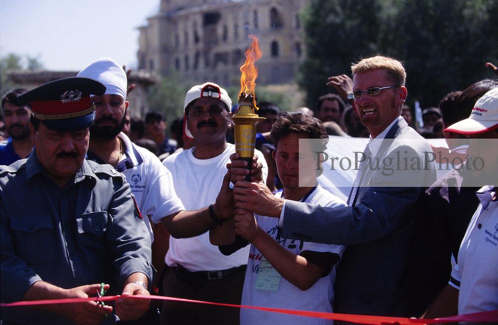 SPECIAL OLYMPICS AFGHANISTAN 2005.Kabul, 23 August 2005.I.G. POLICE Harron Asifi innagurates the turch run at Darul Aman