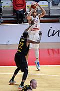 DESCRIZIONE : Varese FIBA Eurocup 2015-16 Openjobmetis Varese Telenet Ostevia Ostende<br /> GIOCATORE : Mychel Thompson<br /> CATEGORIA : Tiro Tre Punti <br /> SQUADRA : Openjobmetis Varese<br /> EVENTO : FIBA Eurocup 2015-16<br /> GARA : Openjobmetis Varese - Telenet Ostevia Ostende<br /> DATA : 28/10/2015<br /> SPORT : Pallacanestro<br /> AUTORE : Agenzia Ciamillo-Castoria/M.Ozbot<br /> Galleria : FIBA Eurocup 2015-16 <br /> Fotonotizia: Varese FIBA Eurocup 2015-16 Openjobmetis Varese - Telenet Ostevia Ostende