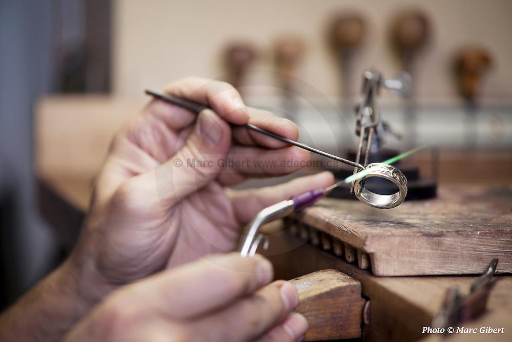 Modelfik - Jean-Marc Gladu - Designer Joaillier   à  Atelier de création / Montebello / Canada / 2012-10-30, Photo © Marc Gibert / adecom.ca