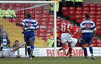 Fotball<br /> England 2004/2005<br /> Foto: SBI/Digitalsport<br /> NORWAY ONLY<br /> <br /> Nottingham Forest v Queen's Park Rangers<br /> Coca Cola Championship. 27/11/2004<br /> <br /> Nottingham Forest's Andy Reid (7) gives his side the lead as he follows up from the penalty.