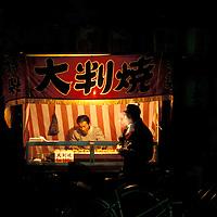 Japan, Tokyo, Noodle stall before sunrise at Tsukiji Fish Market