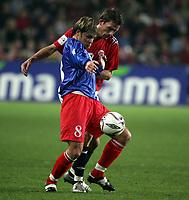Fotball , 08. oktober 2005 , VM-kvalifisering , Norge - Moldova 1-0<br /> Norway - Moldova<br /> Andre Bergdølmo Norge mot Stanislav Ivanov Moldova
