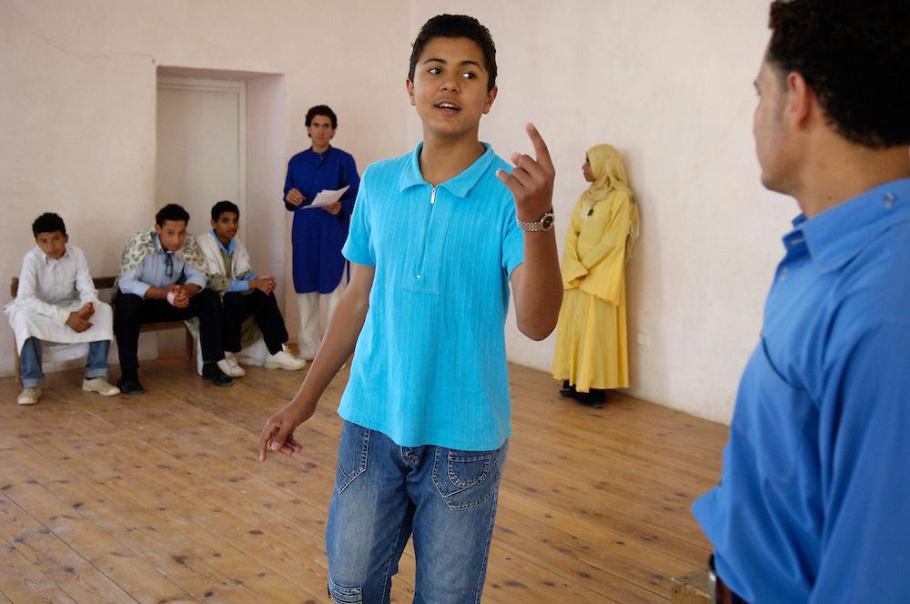 Egypte, Belbeis, 6 mei 2007..Sekem.    School.Toneelles.drama.Foto (c) Michiel Wijnbergh.