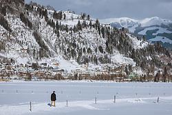 THEMENBILD - ein Mann beim spazieren in der winterlichen Landschaft, aufgenommen am 16. Januar 2021 in Kaprun, Österreich // A man walking in the winter landscape, Kaprun, Austria on 2021/01/16. EXPA Pictures © 2021, PhotoCredit: EXPA/ JFK
