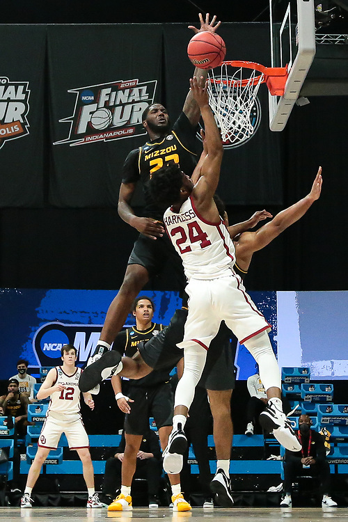 (9) Mizzou Tigers vs. (8) Oklahoma Sooners at Lucas Oil Stadium in the 2021 NCAA Tournament in Indianapolis, Ind. on Saturday, March 20, 2021. <br /> Zach Bland/Mizzou Athletics