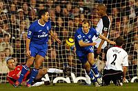 Fotball<br /> Premier League England 2004/2005<br /> Foto: BPI/Digitalsport<br /> NORWAY ONLY<br /> <br /> 13/11/2004 <br /> Fulham v Chelsea<br /> <br /> Arjen Robben wheels away with fellow scorer Frank Lampard after he made it 2-1