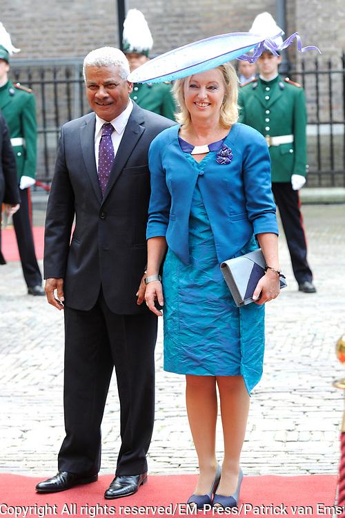 Prinsjesdag 2014 - Aankomst Politici op het Binnenhof.<br /> <br /> Op de foto:  Minister Jet Bussemaker (Onderwijs)