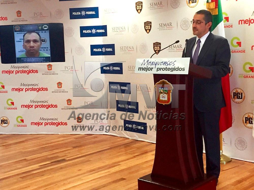 Toluca, Méx.- Alejandro Gómez Sánchez, Procurador General de Justicia del Estado de México (PGJEM), en conferencia de prensa informó que se detuvieron a dos presuntos participantes en la muerte del  candidato a diputado federal del PRD en Valle de Chalco. Agencia MVT / José Hernández