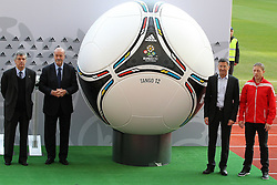 02.12.2012, Olymia Stadion, Kiev, UKR, Praesentation des neuen Adidasballes fuer die Euro 2012, im Bild ANGEL MARIA VILAR (L), VICENTE DEL BOSQUE, RAFAL MURAWSKI (P) // during the presentation of the neuw Adidas ball for Euro 2012 at Olypic stadium in Kiev, UKR on 2011/12/02. EXPA Pictures © 2011, PhotoCredit: EXPA/ Newspix/ Lukasz Grochala..***** ATTENTION - for AUT, SLO, CRO, SRB, SUI and SWE only *****
