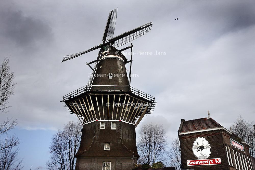 Nederland, Amsterdam , 31 januari 2013.<br /> Bierbrouwerij 't IJ breidt uit.<br /> Een paar honderd meter van hun oorspronkelijke brouwerij hebben ze een 2e locatie gevonden om bier te brouwen en wel aan het Zeeburgerpad, met veel ruimte vol geavanceerde apparatuur om hun bier te brouwen.<br /> Local special beer brewery 't IJnet to Mill de Gooyer is expanding.