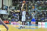 DESCRIZIONE : Eurocup 2013/14 Gr. J Dinamo Banco di Sardegna Sassari -  Brose Basket Bamberg<br /> GIOCATORE : Caleb Green<br /> CATEGORIA : Tiro Tre Punti<br /> SQUADRA : Dinamo Banco di Sardegna Sassari<br /> EVENTO : Eurocup 2013/2014<br /> GARA : Dinamo Banco di Sardegna Sassari -  Brose Basket Bamberg<br /> DATA : 19/02/2014<br /> SPORT : Pallacanestro <br /> AUTORE : Agenzia Ciamillo-Castoria / Luigi Canu<br /> Galleria : Eurocup 2013/2014<br /> Fotonotizia : Eurocup 2013/14 Gr. J Dinamo Banco di Sardegna Sassari - Brose Basket Bamberg<br /> Predefinita :
