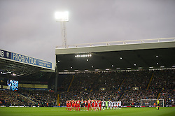 29.10.2011, The Hawthorns, West Bromwich, ENG, PL, West Bromwich Albion vs FC Liverpool, im Bild Liverpool players stand for a minute's silence before the Premiership match against West Bromwich Albion at The Hawthorns // during the Premier League match between West Bromwich Albion vs FC Liverpool, at the Hawthorns, West Bromwich, United Kingdom on 29/10/2011. EXPA Pictures © 2011, PhotoCredit: EXPA/ Propaganda Photo/ Vegard Grott +++++ ATTENTION - OUT OF ENGLAND/GBR+++++