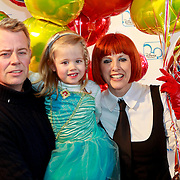 NLD/Rotterdam/20110401 - Premiere Disney on Ice 2011, Chazia Mourali, partner Marc Schröder en dochter Jasmijn