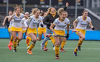 AMSTELVEEN -  vreugde  bij Den Bosch  en oa Noor Omrani (DenBosch)  na de shoot outs bij  de halve finale wedstrijd dames EURO HOCKEY LEAGUE (EHL),  Amsterdam-HC Den Bosch. (1-1) Den Bosch wint shoot outs en plaats zich voor de finale.  COPYRIGHT  KOEN SUYK