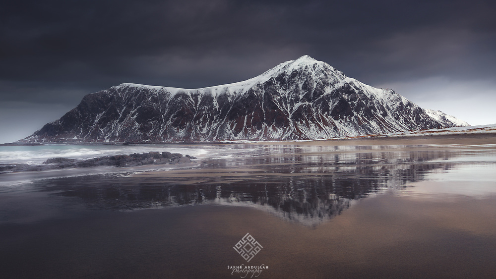 From my last trip to Norway at this winter, one of the well-known beaches of the Lofoten Islands as to be seems before rain falls.