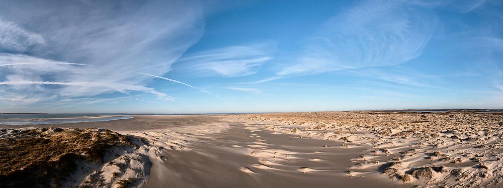 Nederland, Noord-Holland, Texel, 30-03-2021; De Hors<br /> De Hors voormalige zandplaat, nu onderdeel van Nationaal Park Duinen van Texel. Zicht op Marsdiep en Huisduinen.<br /> De Hors former sandbank, now part of National Park Dunes of Texel.<br /> drone-opname (luchtopname, toeslag op standaard tarieven);<br /> drone recording (aerial, additional fee required);<br /> copyright foto/photo © 2021 Siebe Swart