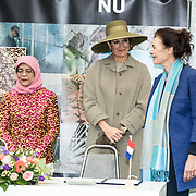 NLD/Bleiswijk/20181122 - Koningin Maxima en president Halimah brengenbezoek aan Horticultural Centre Bleiswijk, Koningin Maxima met President Halimah Yacob en mevrouw Fresco