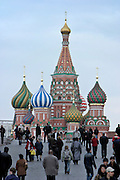 Moscow, Russia, 17/04/2004..Weekend crowds in Red Square visit the Kremlin, St Basil's Cathedral, the Russian State Historical Museum and the Iverskoi Chapel of the Icon of the Mother of God...