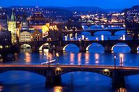 31/Enero/2008 República Checa. Praga.<br /> Vista general nocturna de los puentes de Praga.<br /> <br /> ©JOAN COSTA