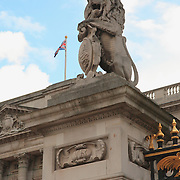 Buckingham Palace Lion Statue - Westminster, UK