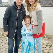 NLD/Rotterdam/20150315 - Premiere Cinderella, Levi van Kempen en partner Elisah van der Meyden en nichtje