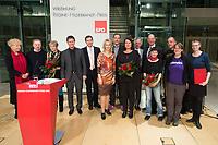 02 DEC 2013, BERLIN/GERMANY:<br /> Gesine Schwan (L), SPD, Praesidentin der Humboldt-Viadrina School of Governance, Detlev Pilger (4.v.L.), MdB, SPD, Martin Dulig (5.v.L.), SPD Landesvorsitzender Sachsen, Manuela Schwesig (6.v.L.), SPD, Stellv. Parteivorsitzende und Ministerin fuer Arbeit, Gleichstellung und Soziales in Mecklenburg-Vorpommern, Joerg Hildebrandt (9.v.L.) und Wolfgang Tiefensee (10.v.L.), SPD, Vorsitzender Forum Ostdeutschland der Sozialdemokratie, mit den Preisträgern des Regine-Hildebrandt-Preises 2013, Willy-Brandt-Haus<br /> IMAGE: 20131202-01-113<br /> KEYWORDS:  Verleihung, Jörg Hildebrandt
