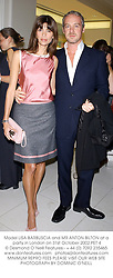 Model LISA BARBUSCIA and MR ANTON BILTON at a party in London on 31st October 2002.	PET 4