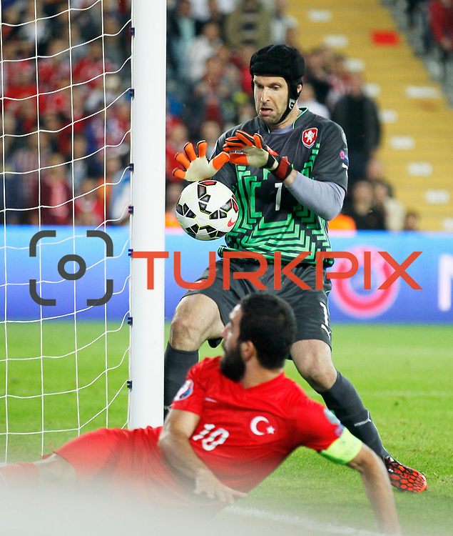 Czech Republic's goalkeeper Petr Cech (B) during their UEFA Euro 2016 qualification Group A soccer match Turkey betwen Czech Republic at Sukru Saracoglu stadium in Istanbul October 10, 2014. Photo by Aykut AKICI/TURKPIX