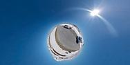 VILDMARKSVÄGEN JULI 2020<br /> På högsta punkten av Stekenjokkvägen, 876 m.ö.h. I strålande solsken, klarblå himmel och snö kan man inte annat än njuta.<br /> Foto: Per Danielsson/Projekt.P