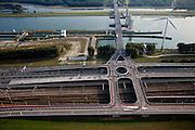 Nederland, Zuid-Holland, Rotterdam 19-09-2009; Botlek, Hartelkruis: verkeersknooppunt en verkeersplein van de A15 met diverse opritten,  afritten en afslagen, gedeeltelijk boven de Havenspoorlijn / Betuweroute. Hartelbrug en Hartelkanaal in de achtergrond.  .A15 motorway with traffic junction, roundabout with various ramps, exits, build partly over the railway Betuweroute .luchtfoto (toeslag), aerial photo (additional fee required).foto/photo Siebe Swart