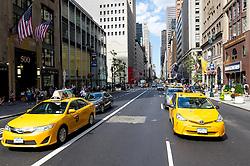 THEMENBILD - Die Fifth Avenue ist eine Hauptverkehrsstraße, welche durch Manhattan geht. Sie gilt als eine der besten und teuersten Einkaufsstraßen der Welt, im Bild die Fifth Avenue auf Hoehe der 42nd Street, Aufgenommen am 08. August 2016 // Fifth Avenue is a major thoroughfare going through the borough of Manhattan. It is considered among the most expensive and best shopping streets in the world, This picture shows the Fifth Avenue at the 42nd Street, New York City, United States on 2016/08/08. EXPA Pictures © 2016, PhotoCredit: EXPA/ Sebastian Pucher