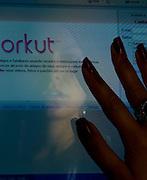 Belo Horizonte_MG, Brasil...Reflex de uma mulher que teve a pagina do Orkut clonada...Reflex of a woman who had the Orkut page cloned...Foto: LEO DRUMOND / NITRO
