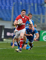 Rome, Italy -Alex Cuthbertson is tap tackled by Conzales during Italia vs Galles race of the championship rugby SIX NATIONS played at the Olimpico in Rome.(Credit Image: © Gilberto Carbonari/).