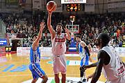 DESCRIZIONE : Varese, Lega A 2015-16 Openjobmetis Varese Dinamo Banco di Sardegna Sassari<br /> GIOCATORE : Ukic Roko <br /> CATEGORIA : Tiro<br /> SQUADRA : Openjobmetis Varese<br /> EVENTO : Campionato Lega A 2015-2016<br /> GARA : Openjobmetis Varese vs Dinamo Banco di Sardegna Sassari<br /> DATA : 26/10/2015<br /> SPORT : Pallacanestro <br /> AUTORE : Agenzia Ciamillo-Castoria/I.Mancini<br /> Galleria : Lega Basket A 2015-2016 <br /> Fotonotizia : Varese  Lega A 2015-16 Openjobmetis Varese Dinamo Banco di Sardegna Sassari<br /> Predefinita :