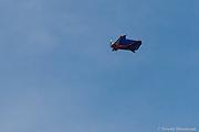 BASE JUMBER ET WINGSUITER  ELLEN BRENNAN (USA), SAUTE DE L AIGUILLE DE L M