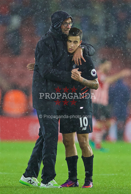 SOUTHAMPTON, ENGLAND - Saturday, November 19, 2016: Liverpool's manager Jürgen Klopp hugs Philippe Coutinho Correia after a goal-less draw with Southampton during the FA Premier League match at St. Mary's Stadium. (Pic by David Rawcliffe/Propaganda)