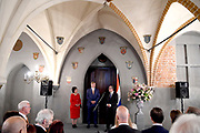 Koning Willem Alexander brengt een staatsbezoek aan de Republiek Letland. ///  King Willem Alexander makes a state visit to the Republic of Latvia.<br /> <br /> Op de foto / On the photo: Koning Willem Alexander Ontvangt de Nederlandse Gemeenschap in de Great Guild Hall in Riga, aansluitend een dankwoord door de Koning / King Willem Alexander Receives the Dutch Community in the Great Guild Hall in Riga, followed by a word of thanks by the King