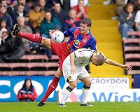 Photo: Daniel Hambury.<br />Crystal Palace v Leeds United. Coca Cola Championship. 13/08/2006.<br />Palace's Mark Hudson and Leeds' David Healy battle.