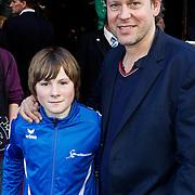 NLD/Amsterdam/20100321 -  Inloop premiere Hoe Tem je een draak, Erik van der Hoff en zoon