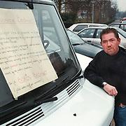 Autohandelaar Nicky Sieben Gooilandweg 46 Huizen, met protestbord autohandel
