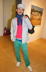Fashion designer MATTHEW WILLIAMSON at a party to celebrate the opening of Photo-London 2006 at Burlington Gardens, London W1 on 17th May 2006.<br /><br />NON EXCLUSIVE - WORLD RIGHTS