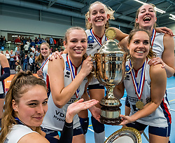 29-09-2018 NED: Supercup Sliedrecht Sport - Eurosped, Sliedrecht<br /> Sliedrecht takes the first price of the new season / Sarah van Aalen #9 of Sliedrecht Sport, Esther van Berkel #7 of Sliedrecht Sport, Fleur Savelkoel #6 of Sliedrecht Sport, Carlijn Ghijssen-Jans #10 of Sliedrecht Sport, Denise de Kant #12 of Sliedrecht Sport