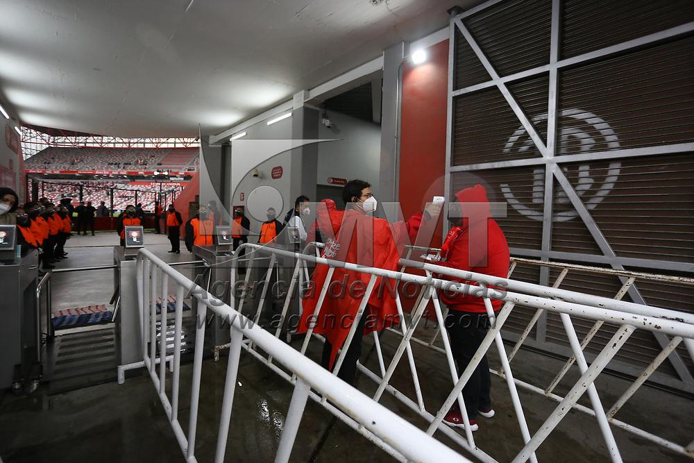 Toluca, México.- Luego de esperar mas de un año a causa de la pandemia los aficionados del equipo Toluca regresaron a presenciar un partido de su equipo en el estadio Nemesio Diez. Agencia MVT / Ramsés Mercado..