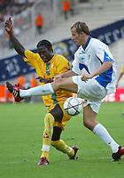 Fotball<br /> Frankrike<br /> Foto: Dppi/Digitalsport<br /> NORWAY ONLY<br /> <br /> FOOTBALL - INTERTOTO CUP 2004 - (1/2 FINAL 2ND LEG - FC NANTES v SLOVAN LIBEREC - 04/08/2004 - MAMADOU BAGAYOKO (NAN) / PAVEL KOSTAL (LIB)