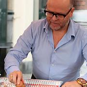 NLD/Amsterdam/20130701 - Keti Koti Ontbijt 2013 op het Leidse Plein, Marc Marie Huijbregts aan het koken