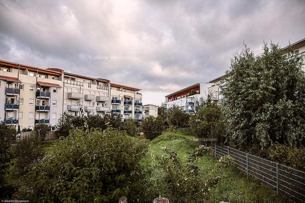 """Germany, Freiburg.The district of Rieselfeld is situated in the<br /> West of Freiburg and is providing 4200<br /> residential units for about 10,000 to 12,000<br /> inhabitants.<br /> The construction of the district of Rieselfeld<br /> started in 2004 is planned to be completed<br /> by 2010.<br /> The political guidelines for the town planning concept have<br /> been in effect since 1994.<br /> Traffic systems that give priority to public transport and<br /> foot- and bicycle traffic.<br /> Orientation towards ecological objectives: low-energy<br /> construction standard<br /> High quality of private and public green spaces and of<br /> leisure centres.<br /> priority for public transport, pedestrians and cyclists; easy access to the<br /> public transport for all residents; a general speed limit of 30 km/h; several """"play<br /> streets"""" in which playing kids have priority; right-before-left rule of priority for speed<br /> reduction."""